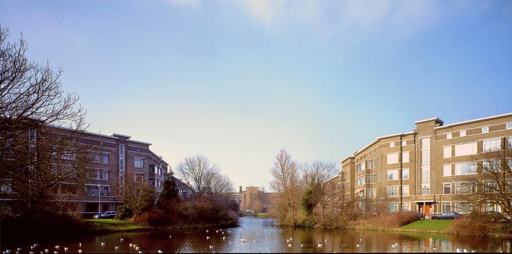 Daltoncollege en woningen in architectuurstijl Nieuwe Haagse School