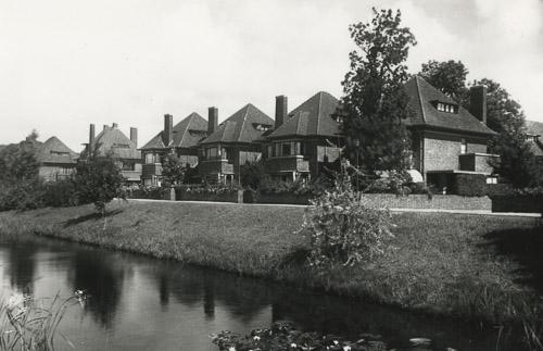 villa's architectuurstijl Nieuwe Haagse School in Marlot