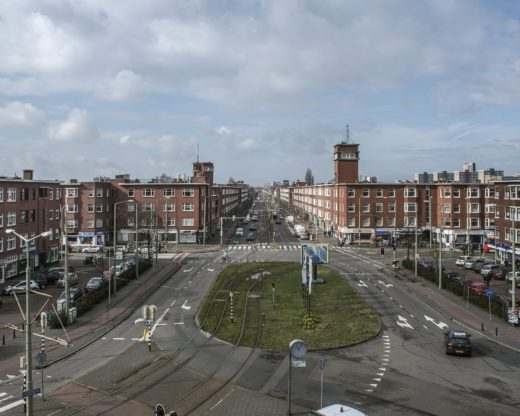 Gouveneurlaan, monumentale as in architectuurstijl Nieuwe Haagse School
